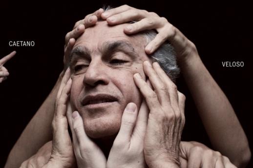Caetano-Veloso-abraçaço